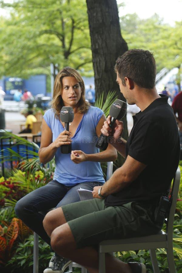 Jogador de tênis profissional anterior francês e um no. anterior 1 Amelie Mauresmo do mundo durante a entrevista com o Eurosport n fotografia de stock