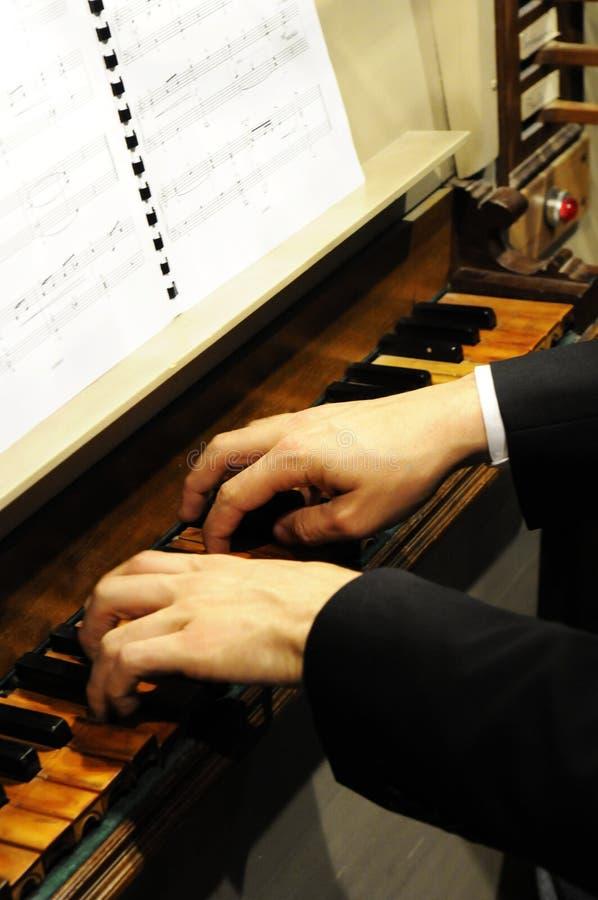 Jogador do órgão da igreja fotos de stock royalty free