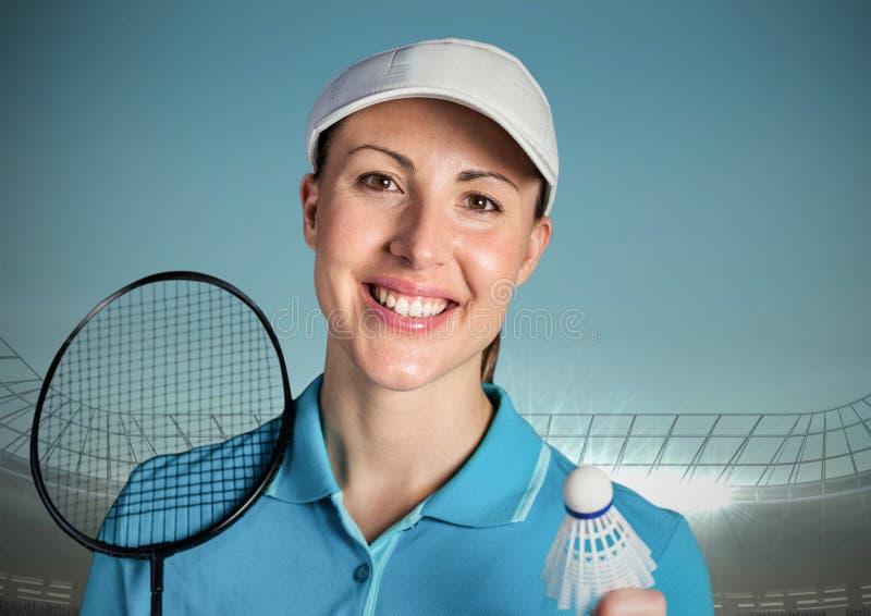 Jogador do badminton contra o céu azul e o estádio foto de stock royalty free