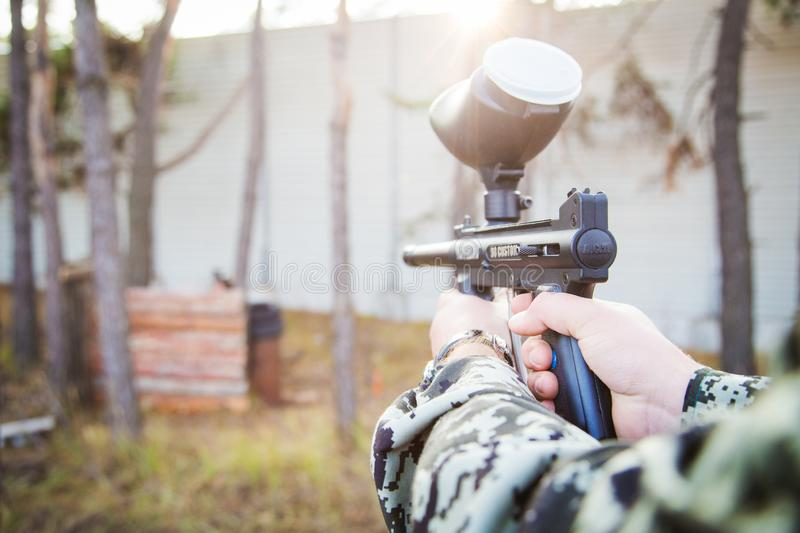 Jogador do Paintball com arma foto de stock royalty free