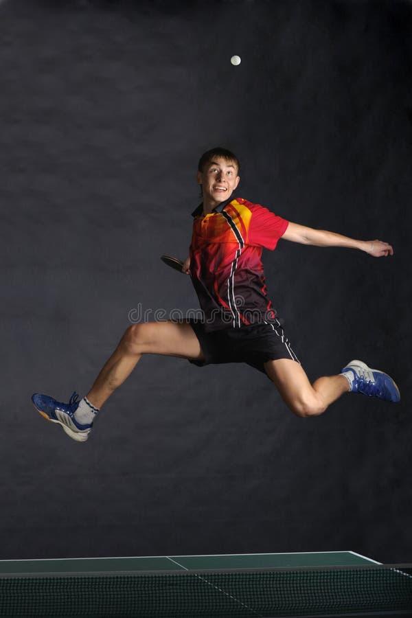 Jogador feliz no salto por muito tempo imagem de stock