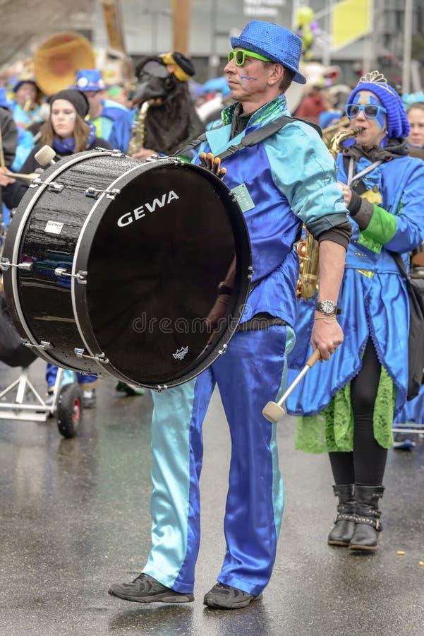 Jogador na parada de carnaval, Estugarda do bombo imagens de stock royalty free