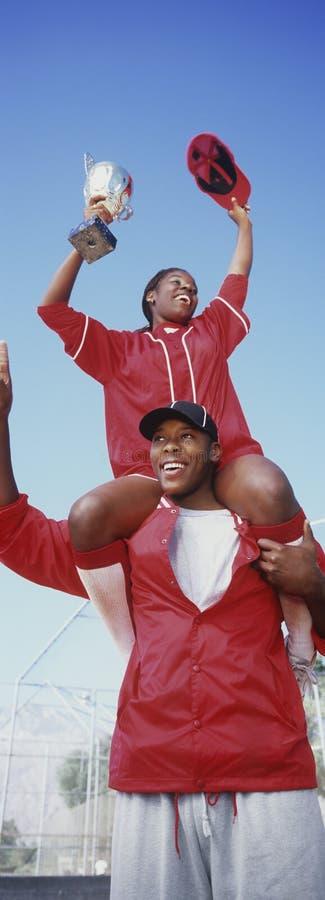 Jogadores de beisebol com troféu imagens de stock