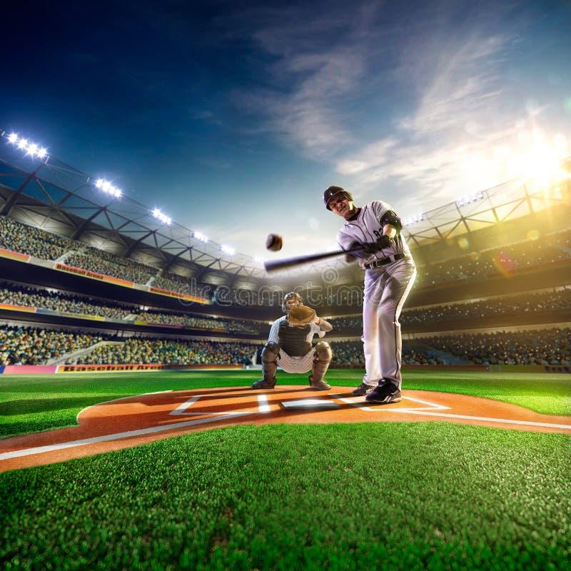 Jogadores de beisebol profissionais na arena grande foto de stock royalty free