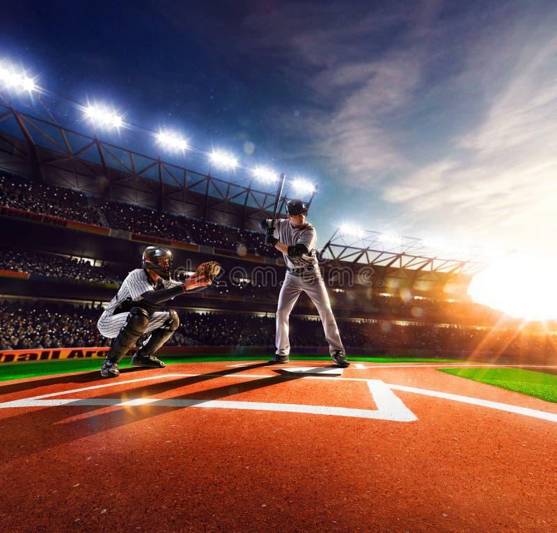 Jogadores de beisebol profissionais na arena grande foto de stock