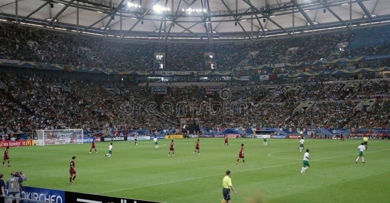 Jogadores de futebol - estádio de futebol, Europa norte fotografia de stock royalty free