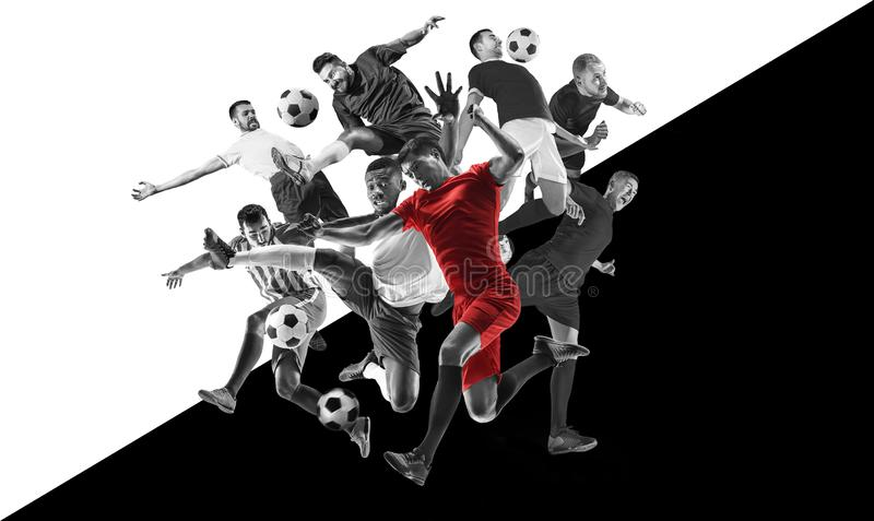 Jogadores de futebol masculinos na ação, colagem preto e branco criativa fotos de stock