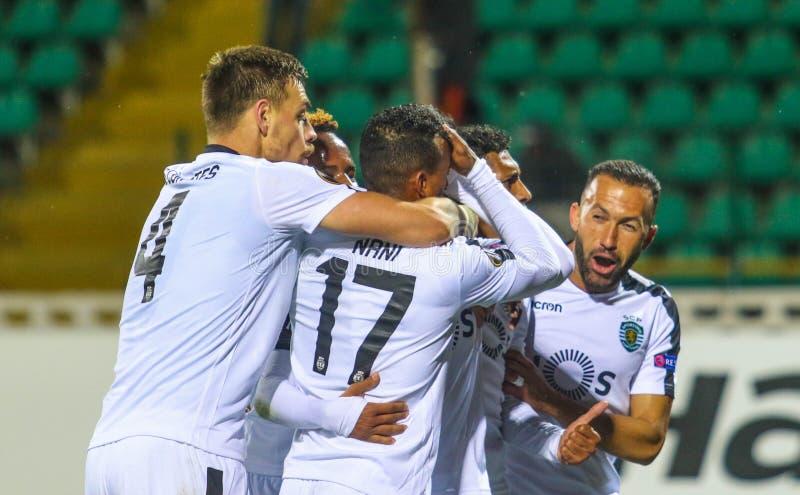 Jogadores de futebol de ostentar português imagens de stock