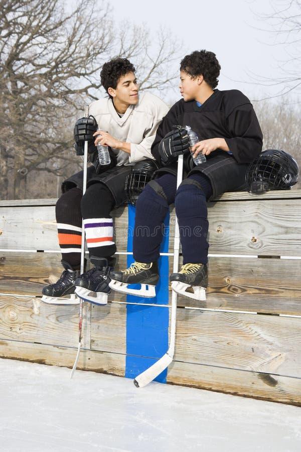 Jogadores de hóquei do gelo. fotografia de stock