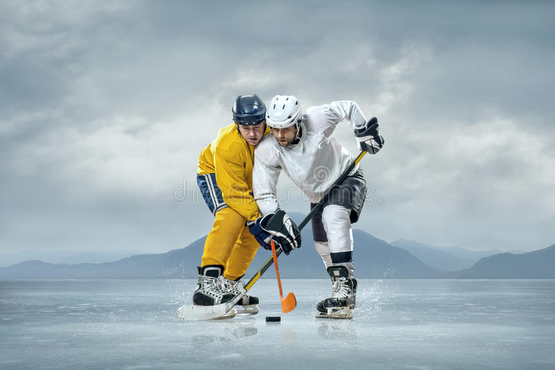 Jogadores de hóquei em gelo imagens de stock royalty free
