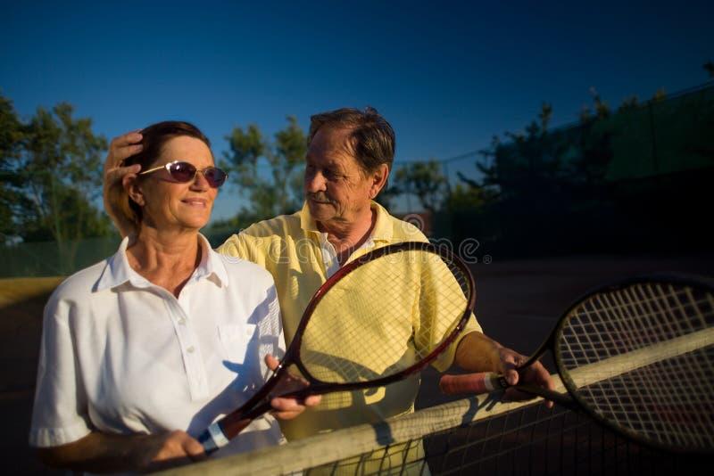 Jogadores de ténis sênior foto de stock royalty free