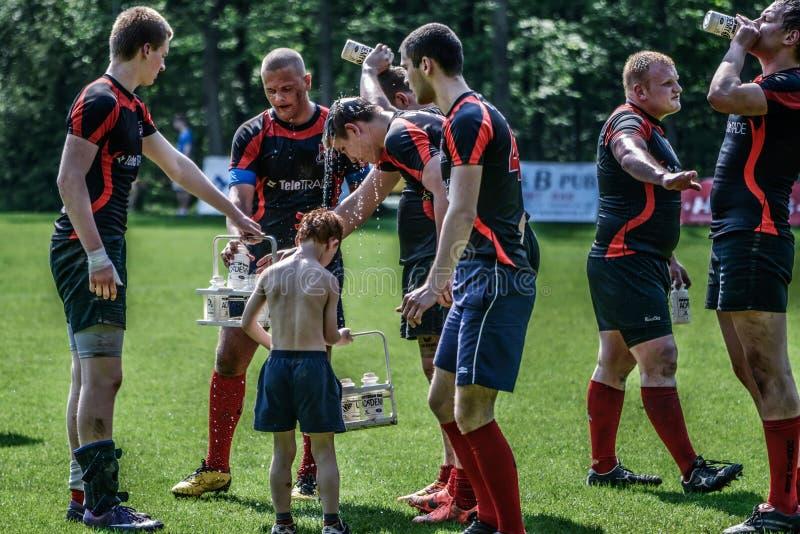 Jogadores do rugby que têm uma ruptura imagens de stock