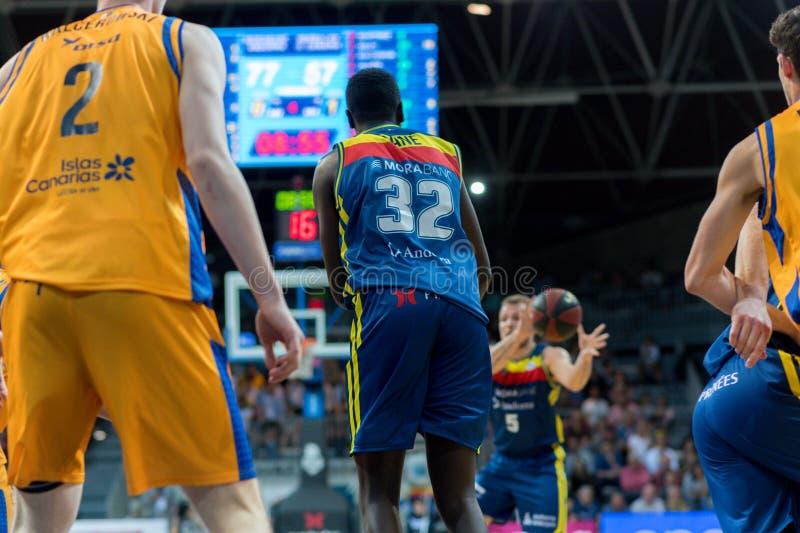 Jogadores na ação na harmonia de Liga Acb Endesa entre Mora Banc Andorra BC e Herbalife Gran Canaria, contagem final 99 - 85, em  fotos de stock royalty free
