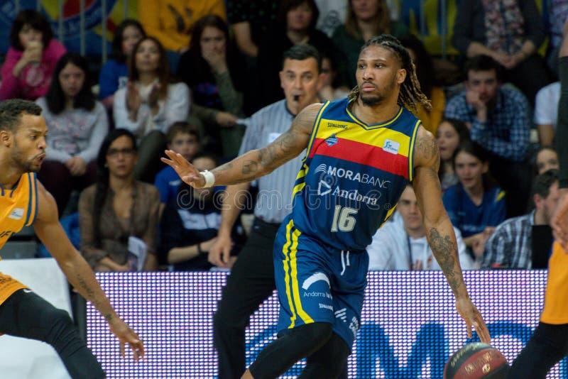 Jogadores na ação na harmonia de Liga Acb Endesa entre Mora Banc Andorra BC e Herbalife Gran Canaria, contagem final 99 - 85, em  fotos de stock