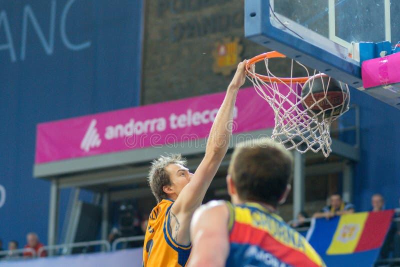 Jogadores na ação na harmonia de Liga Acb Endesa entre Mora Banc Andorra BC e Herbalife Gran Canaria, contagem final 99 - 85, em  imagem de stock
