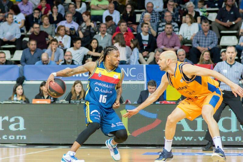 Jogadores na ação na harmonia de Liga Acb Endesa entre Mora Banc Andorra BC e Herbalife Gran Canaria, contagem final 99 - 85, em  imagem de stock royalty free