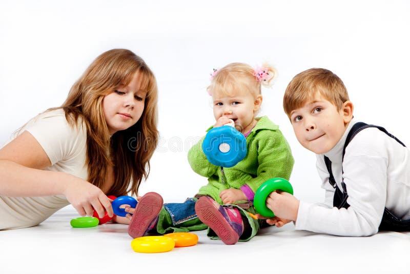 Jogando crianças foto de stock