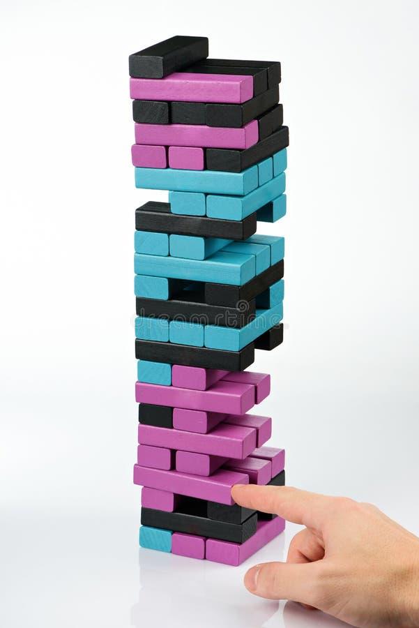 Jogando o jogo de madeira da torre foto de stock royalty free