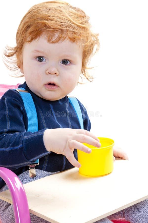 Jogando o rapaz pequeno foto de stock