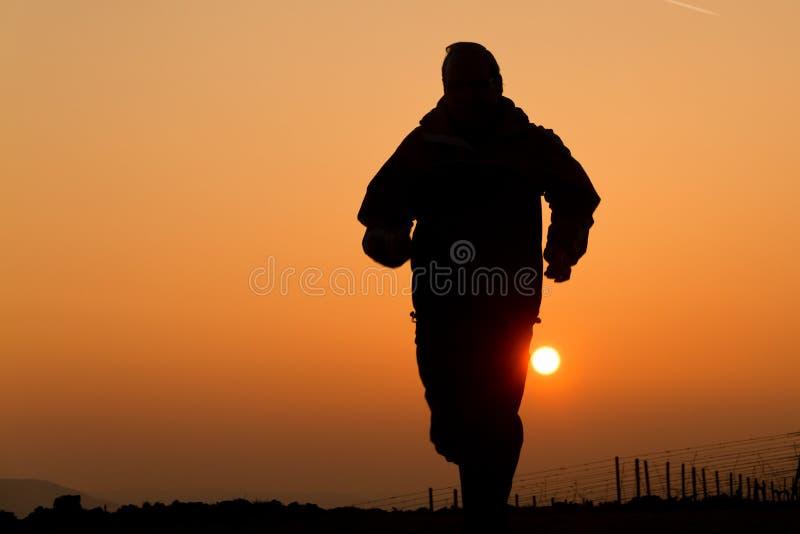 jogger ηλιοβασίλεμα στοκ εικόνα με δικαίωμα ελεύθερης χρήσης