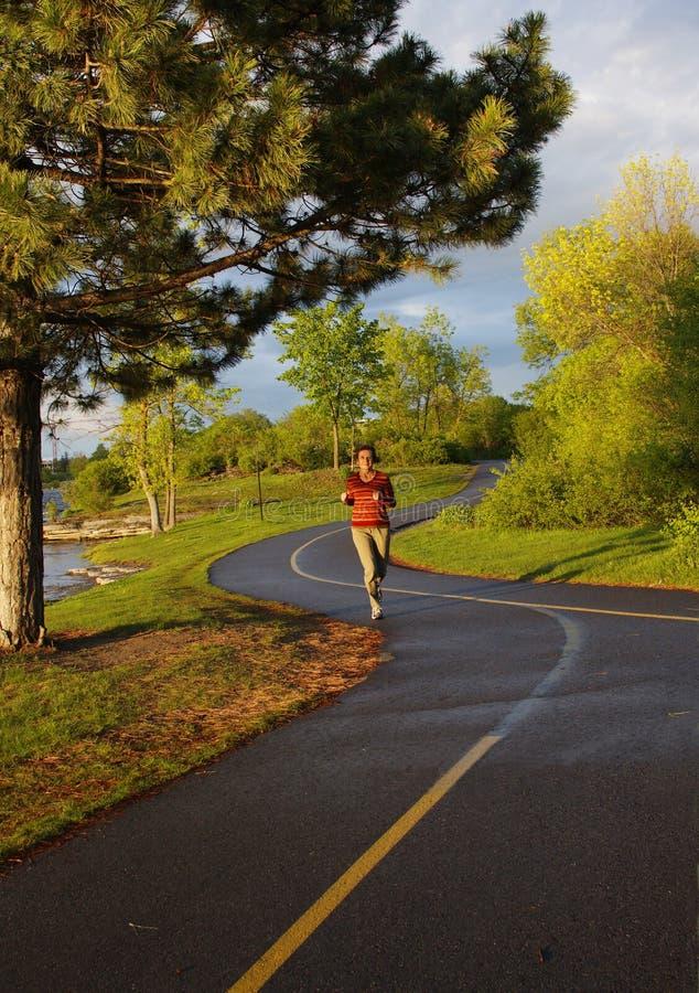 jogger brzeg rzeki zdjęcie stock