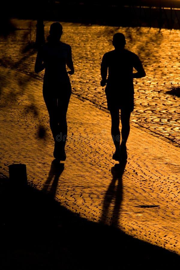 joggerssilhouettes två arkivfoton