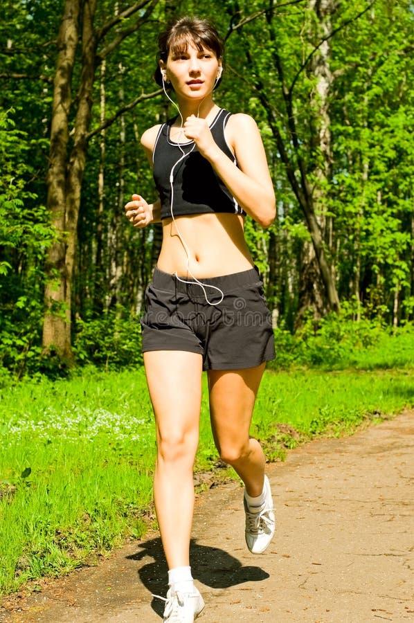 jogging μουσική ακούσματος κ&omicr στοκ φωτογραφία με δικαίωμα ελεύθερης χρήσης