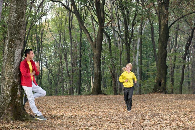 Jogging στο πάρκο στοκ εικόνες με δικαίωμα ελεύθερης χρήσης
