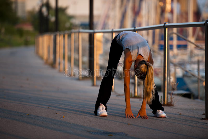 jogging τέντωμα στοκ εικόνες με δικαίωμα ελεύθερης χρήσης