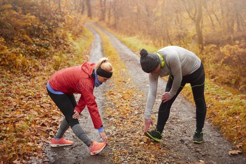 Jogging время во время осени стоковая фотография rf