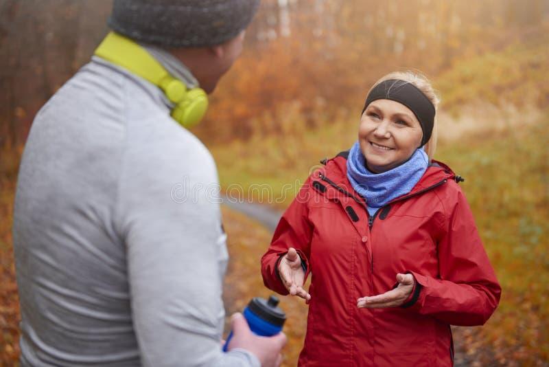 Jogging время во время осени стоковые изображения rf