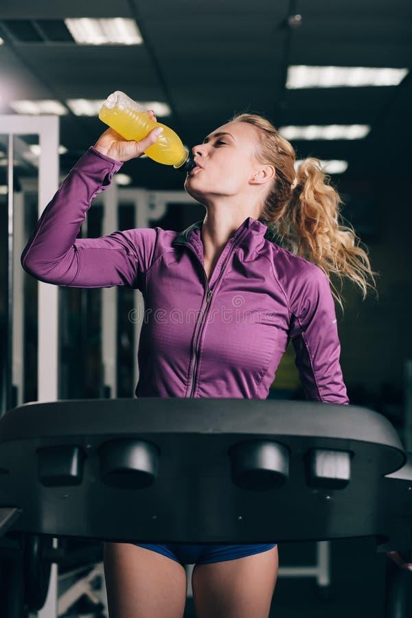 Jogging и выпивать стоковая фотография rf