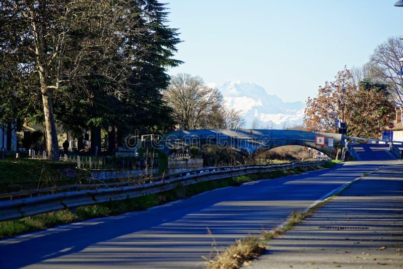 Joggingspoor voor oefening bij het plubbic park, Groene tuinpark en weg in het moring royalty-vrije stock fotografie