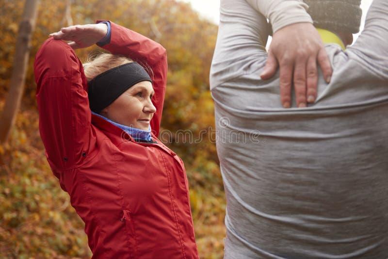 Joggingtijd tijdens de herfst royalty-vrije stock afbeeldingen
