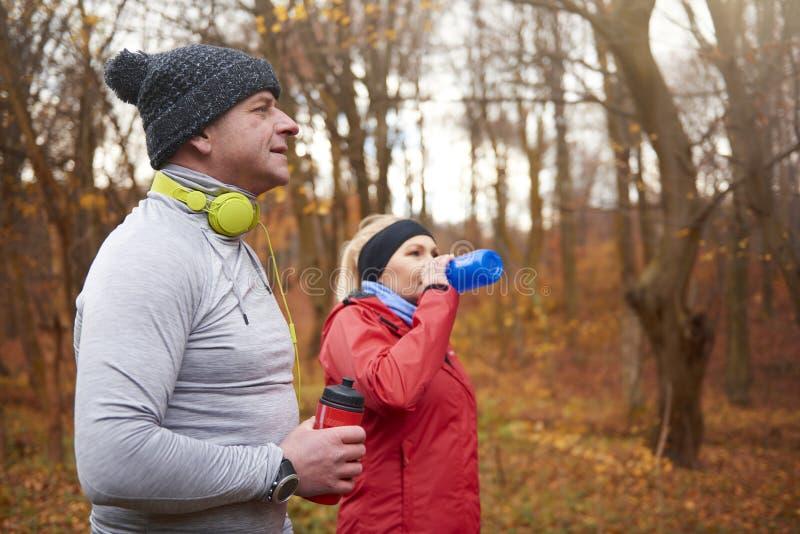 Joggingtijd tijdens de herfst royalty-vrije stock afbeelding