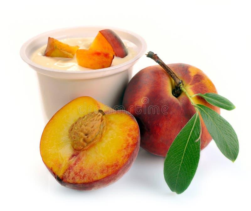Joghurt mit Pfirsich stockfotografie