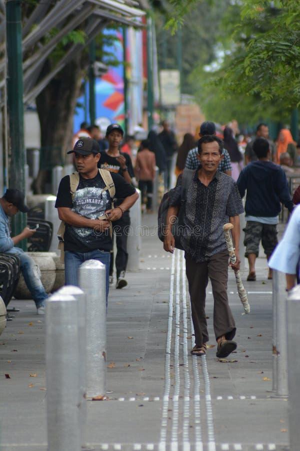 Jogjakarta, Indonezja march23, 2019: t?oczy si? portrety ludzie cieszy si? pi?kno miasto Yogyakarta obrazy royalty free