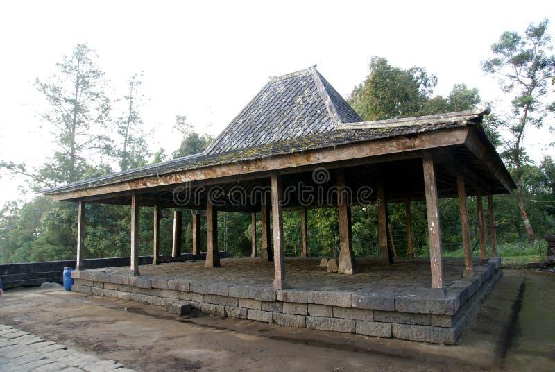 Joglo tradicional da casa em Candi Cetho imagens de stock