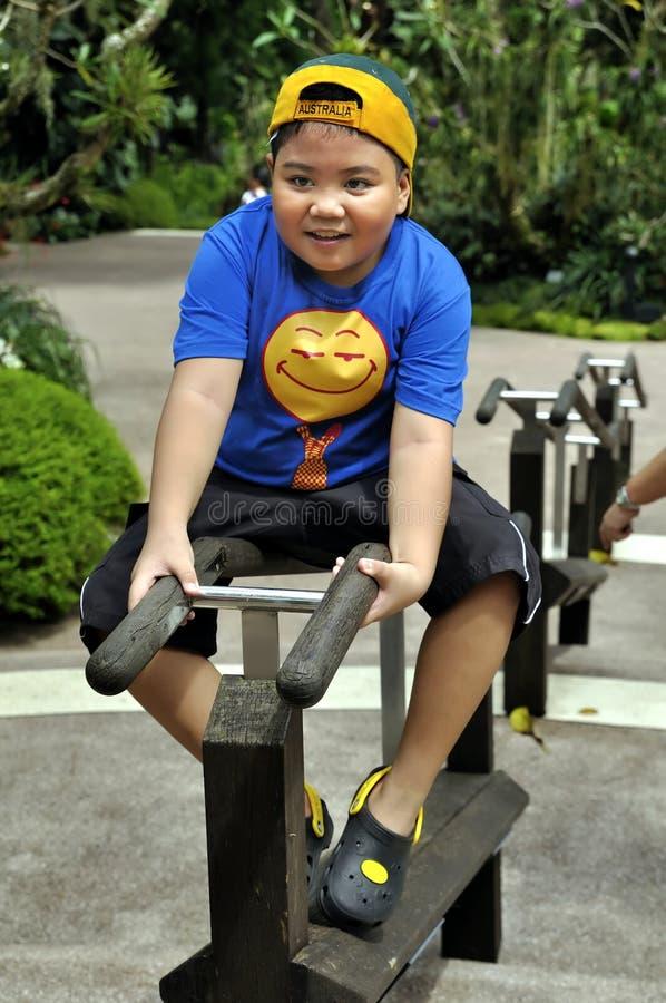 Jogo asiático novo do menino fotos de stock