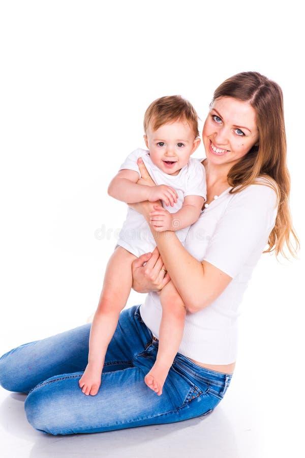 Jogo bonito do bebê e da mãe foto de stock royalty free