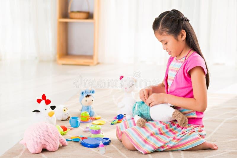 Jogo com brinquedos fotografia de stock