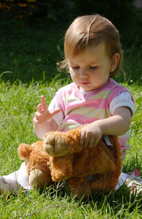 Jogo com urso taddy fotografia de stock