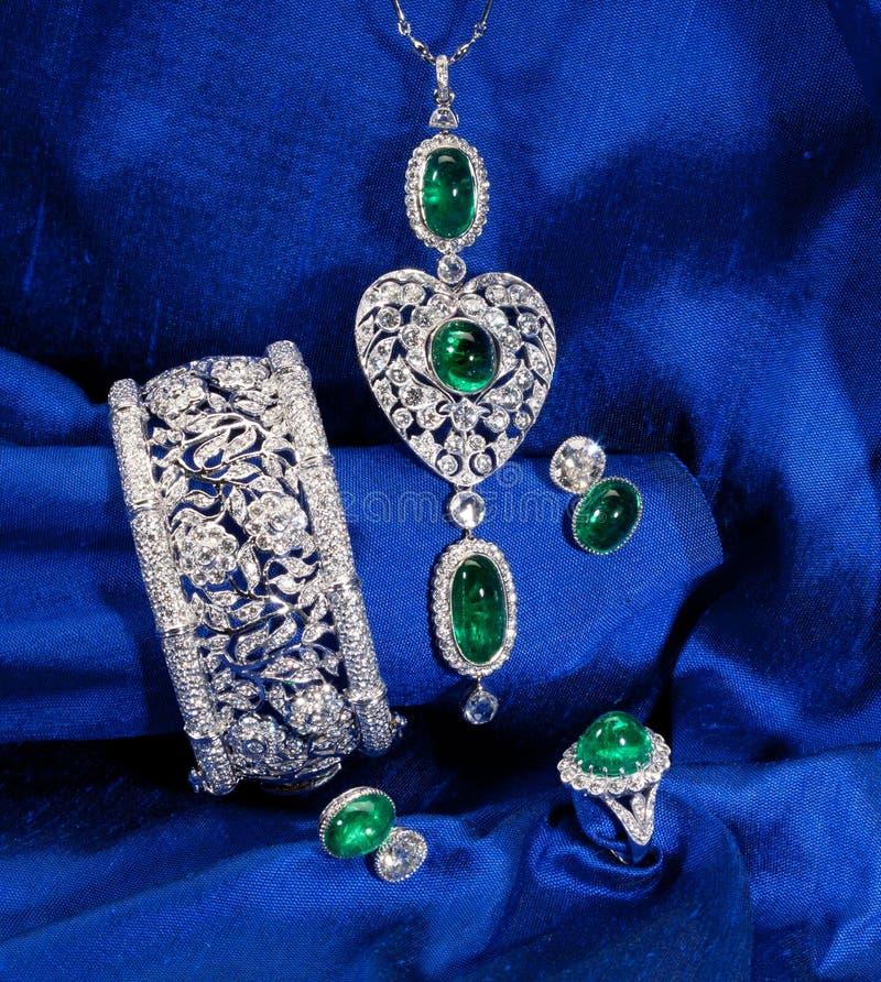 Jogo da jóia do diamante e da esmeralda fotos de stock