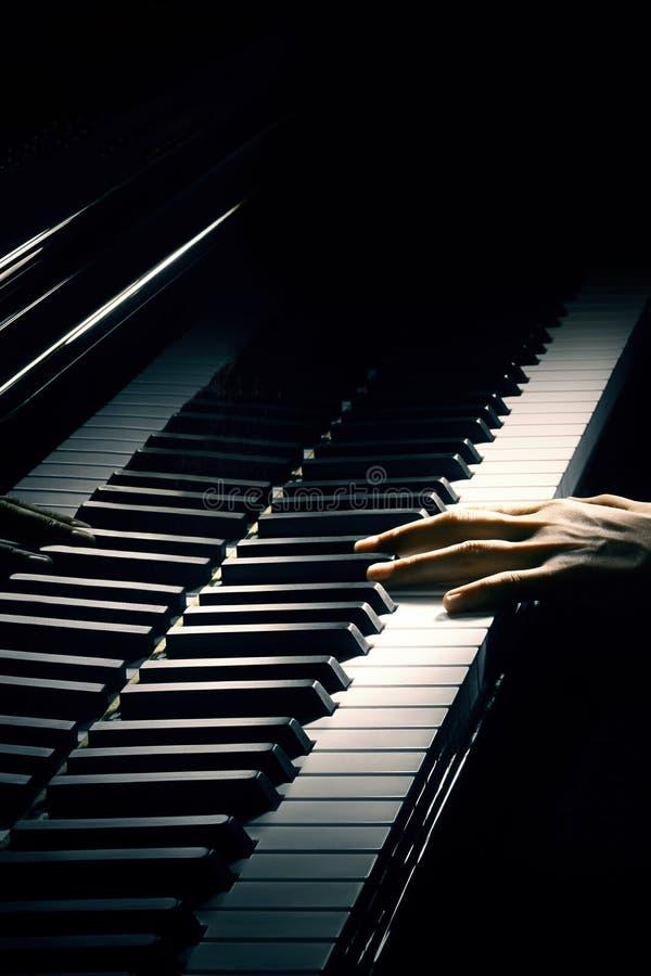 Jogo da mão do pianista da música do piano. foto de stock royalty free