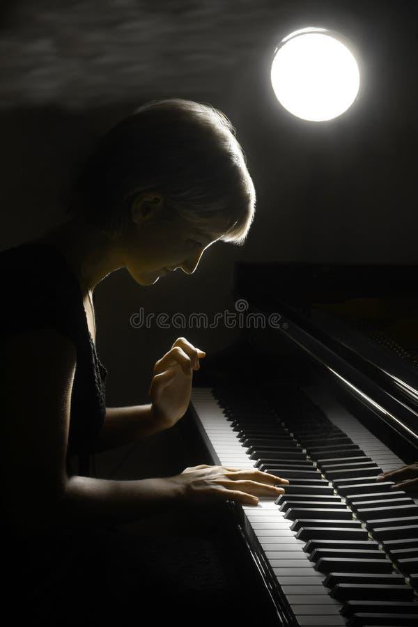 Jogo da música do piano do músico do pianista.