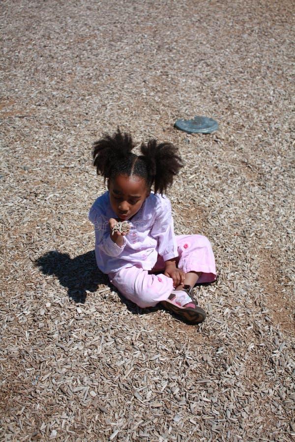 Jogo da menina do americano africano fotografia de stock royalty free