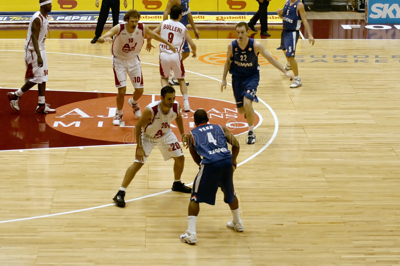 Jogo de basquetebol imagem de stock