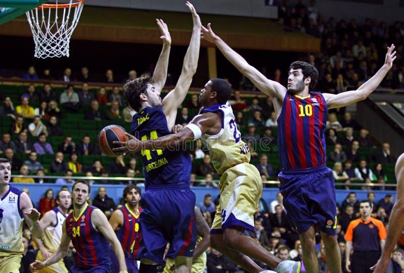 Jogo de basquetebol Budivelnik de Euroleague Kyiv contra o FC Barcelona fotos de stock