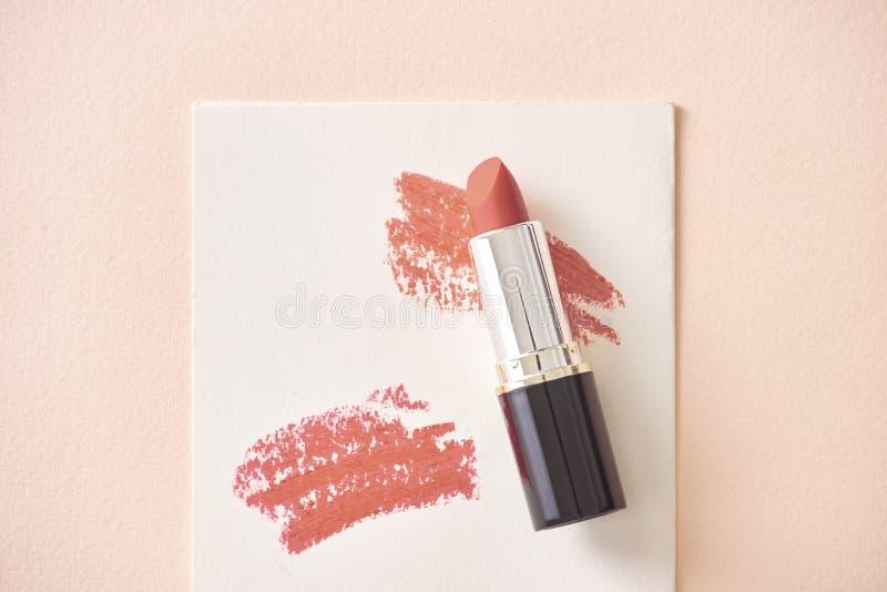 Jogo de batons da cor Cores do batom Beleza e fundo dos cosméticos Batom da forma imagem de stock royalty free