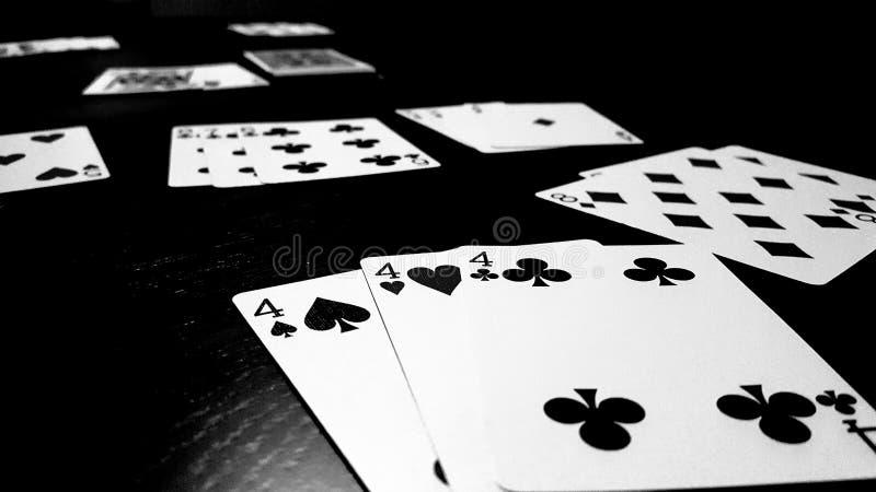 Jogo de cartas do râmi foto de stock